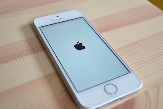 iPhoneの電源をONにする