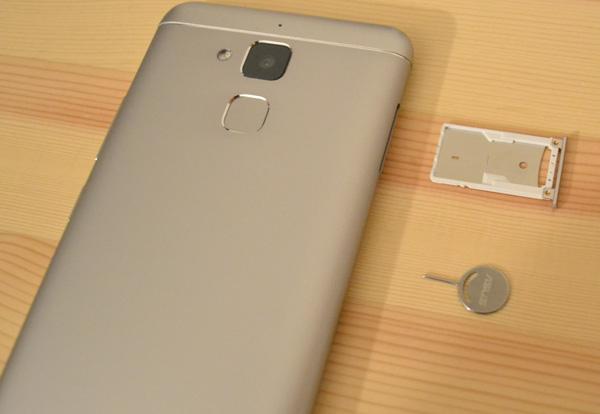 ZenFone 3 MaxのSIM挿入方法