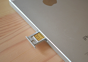 LINEモバイルのSIMカードを挿入