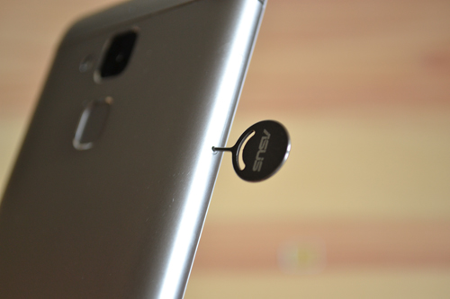 ZenFone 3 MaxもSIMピンを使う