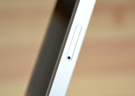 iPhone SEのSIMピン挿入部分